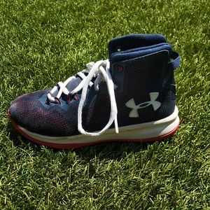Under Armour boy basketball shoes size 1Y